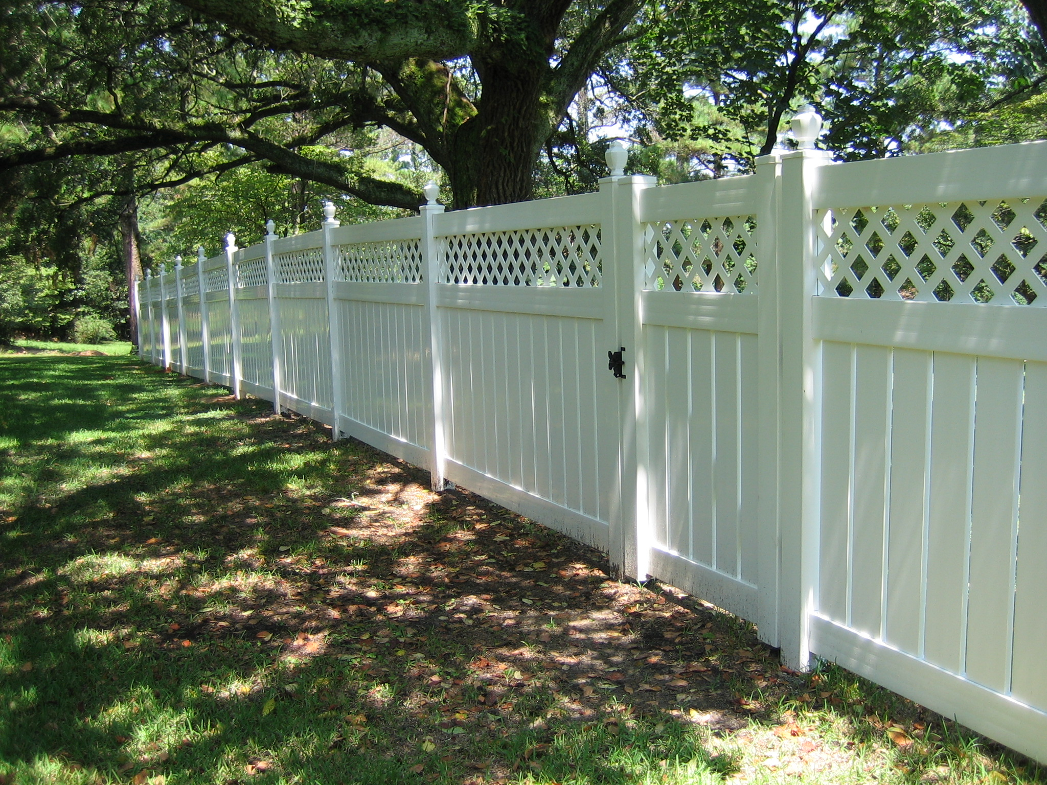 Pvc jefcoat fence company of hattiesburg 5 semi privacy with lattice top baanklon Choice Image