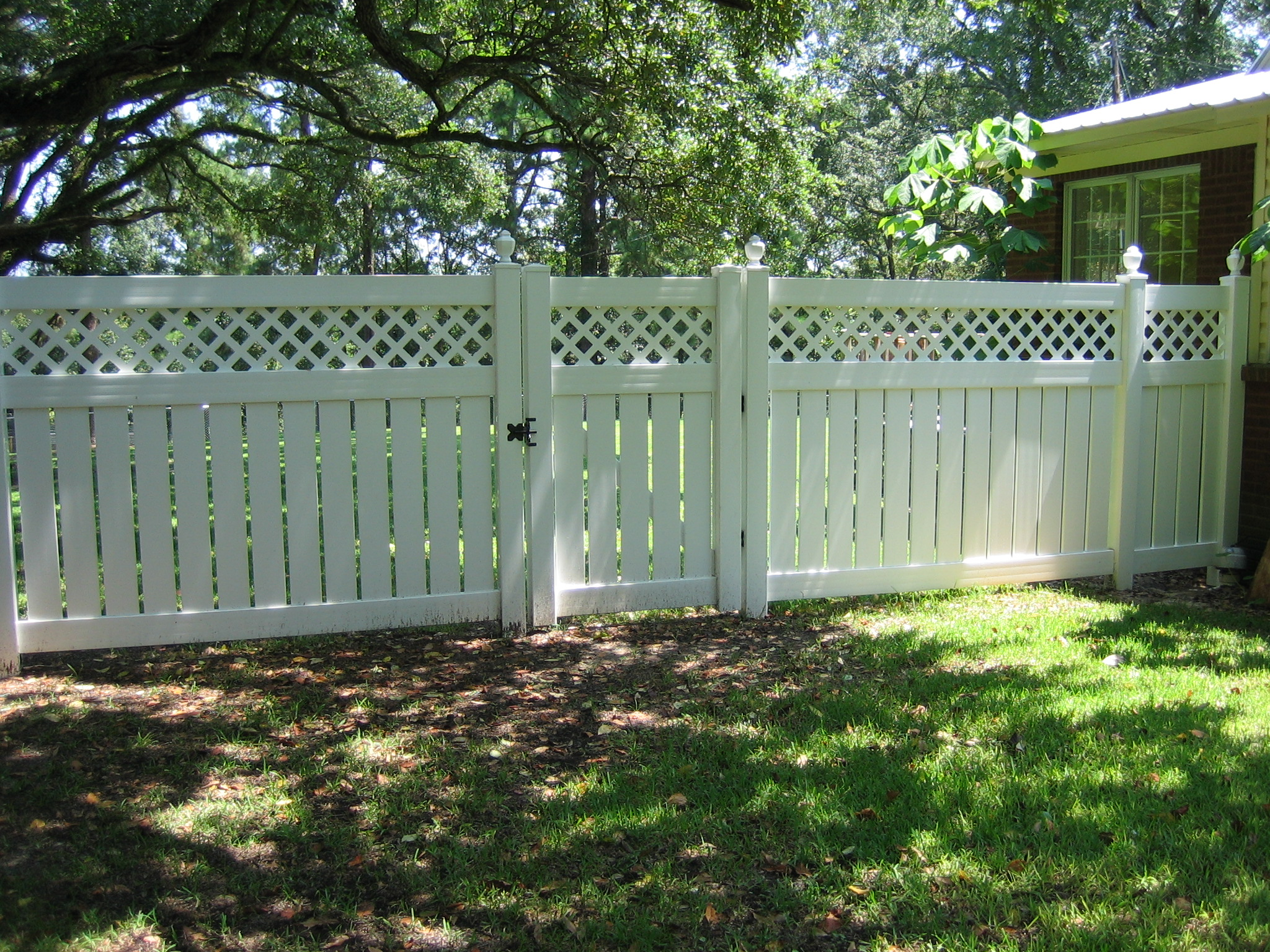 Pvc jefcoat fence company of hattiesburg semi privacy lattice top baanklon Choice Image